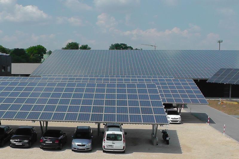 Solarcarports auf dem Gelände der RUOFF Energietechnik Riederich